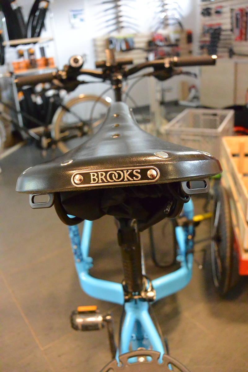 Brooks B17